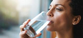 7 sinais de que você está bebendo pouca água