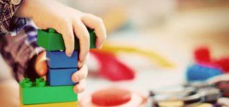 Atenção: não olhar recomendações dos fabricantes de brinquedos pode colocar a saúde do seu filho em risco